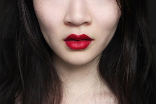 Son đỏ mâm xôi sẽ mang đến vẻ đẹp bí ẩn và gợi cảm cho chị em
