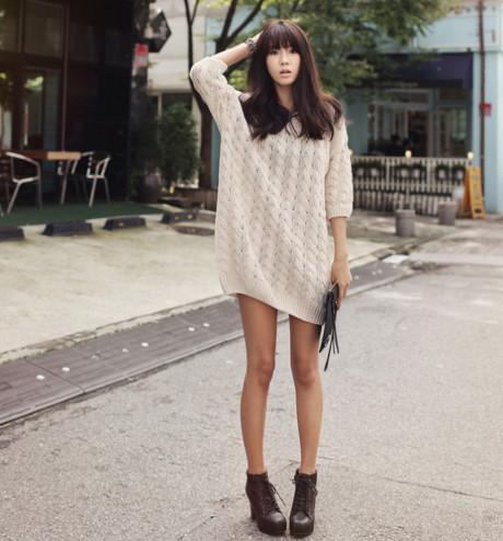 Những cô nàng cá tính có thể chọn một chiếc váy len rộng.