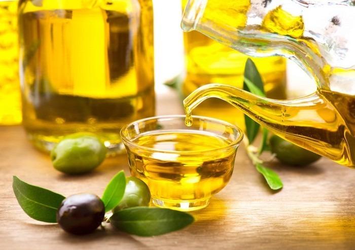 Dầu oliu giúp làm tan keo nối mi và dưỡng mi hiệu quả