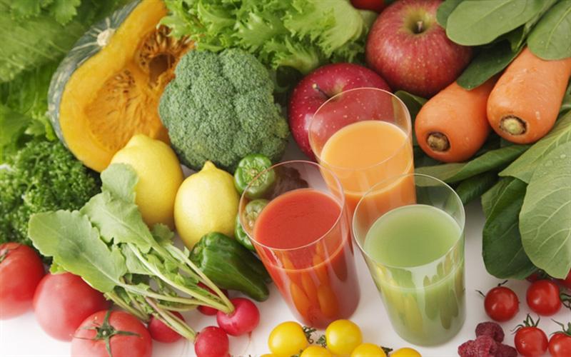 Ăn nhiều trái cây và rau xanh sẽ giúp phái nữ thải độc cơ thể cực kỳ hiệu quả và ngăn ngừa tối đa lượng mỡ thừa tích tụ ở vùng mặt