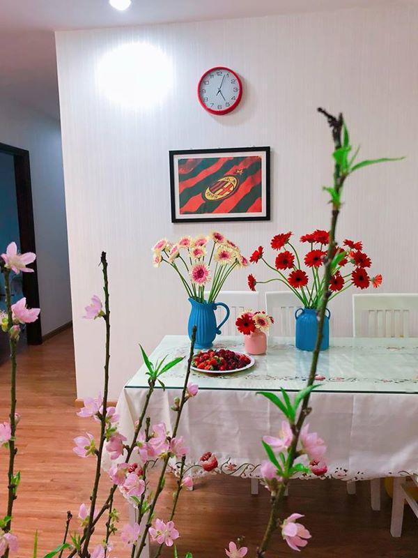 Các loại hoa được lựa chọn cầu kì, phù hợp với lọ.