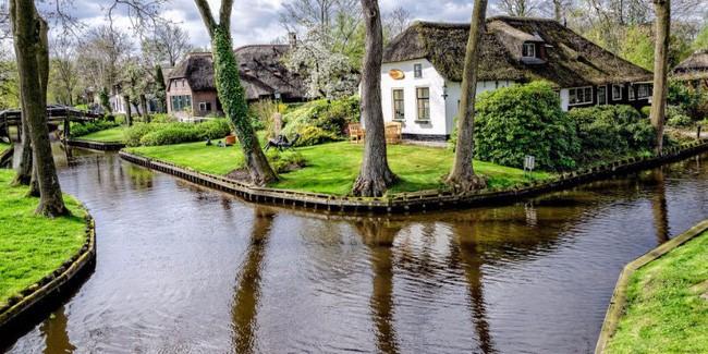 Vẻ đẹp cổ kính của những ngôi nhà ấy chính là vẻ đẹp của tâm hồn của người dân nơi đây.