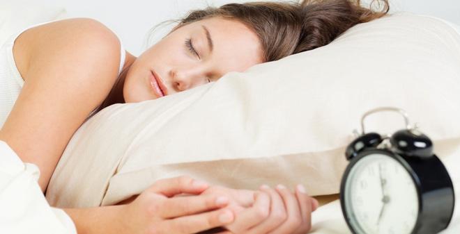 Ngủ quá nhiều sẽ làm giảm lượng hormone leptin trong cơ thể từ đó cân nặng tăng nhanh hơn