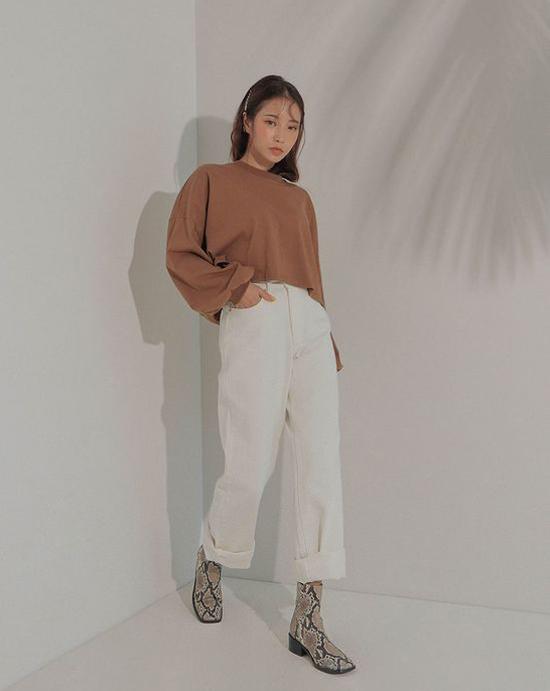 Mùa thu năm nay, họa tiết da thú đang trở lại một cách mạnh mẽ ở trào lưu ăn mặc thịnh hành. Cùng các kiểu váy áo sang chảnh là những mẫu phụ kiện độc đáo và cá tính.