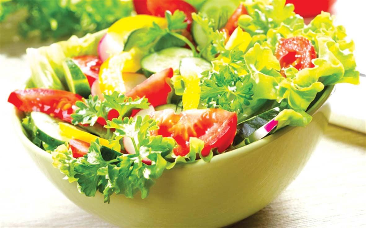 Cơ thể thiếu chất dinh dưỡng, vitamin từ hoa quả, rau xanh cũng là tác nhân chính gây nên nám và tàn nhang cho phụ nữ
