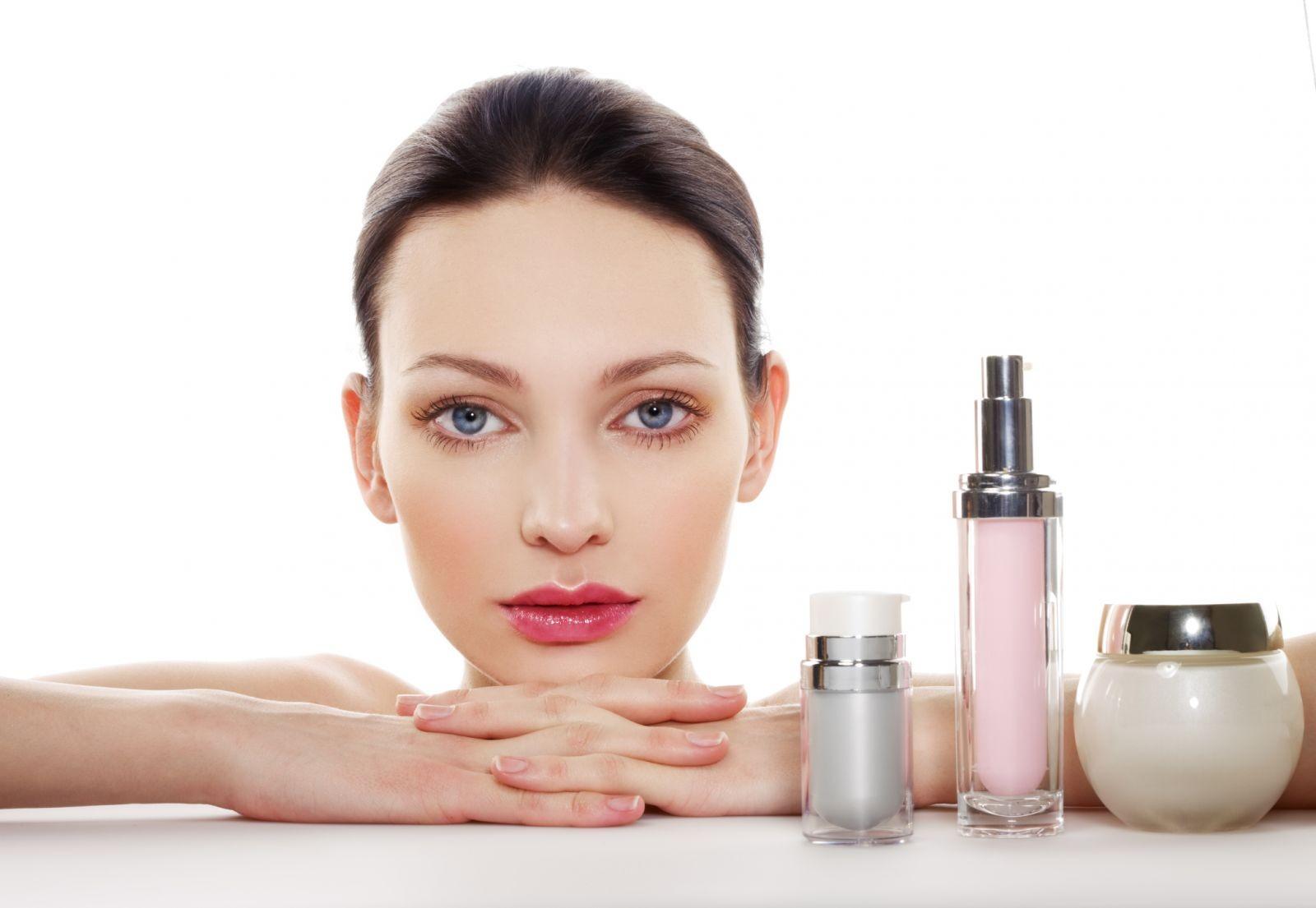 Sử dụng các sản phẩm dưỡng ẩm dành cho mùa đông sẽ mang đến làn da mềm mại, căng mướt hơn