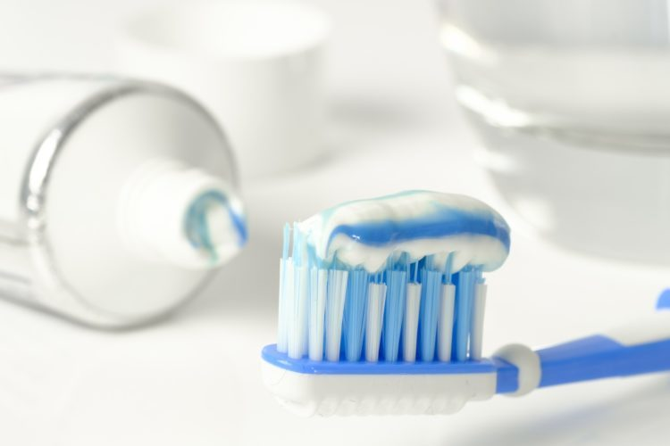 Kem đánh răng sẽ làm khô da và mất đi độ ẩm của vùng da đó