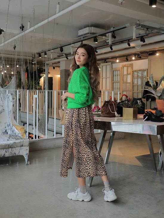 Trang phục in hoạ tiết da beo được các fashionista thế giới chọn lựa để tạo điểm nhấn cho street style thêm ấn tượng.