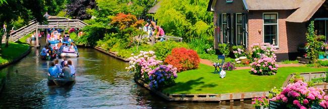 Ngôi làng không có đường đi, nhà nào nhà đó tràn ngập hoa tươi, đẹp như trong cổ tích - Ảnh 23.