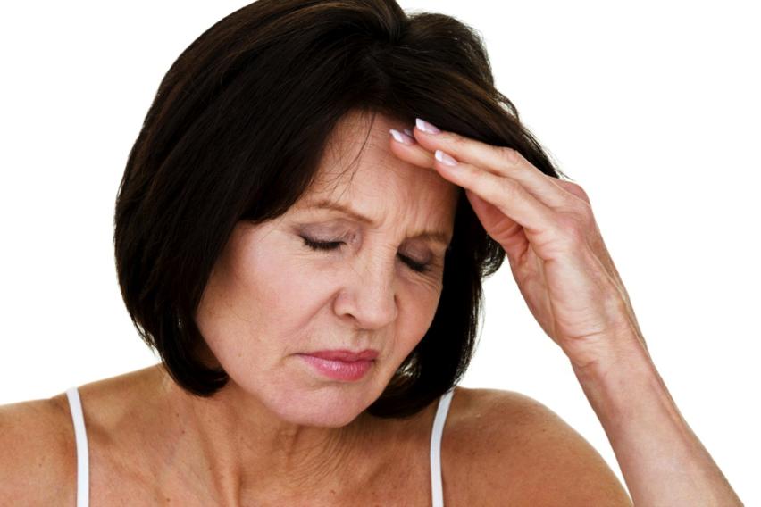 Tuối tác cao khiến nồng độ estrogen suy giảm làm tóc rụng nhiều hơn
