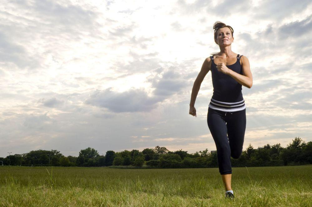 Tập thể thao ở cường độ cao là nguyên nhân khiến tóc rụng nhiều hơn ở phụ nữ lớn tuổi