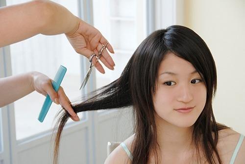 Cắt tỉa thường xuyên sẽ không làm tóc mọc nhanh hơn