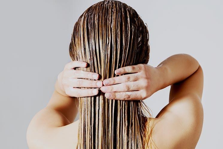 Chỉ dùng dầu xả cho phần đuôi tóc sẽ khiến ngọn tóc dễ bị tổn thương