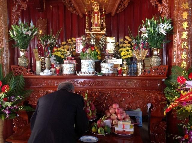 Vào ngày mùng 2 Tết Nguyên Đán, mỗi gia chủ cần phải chuẩn bị mâm lễ và văn khấn để cúng ông bà tổ tiên, thần phật