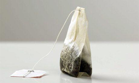 Túi trà dùng để đắp lên vùng da quanh mắt, giúp trị thâm hiệu quả