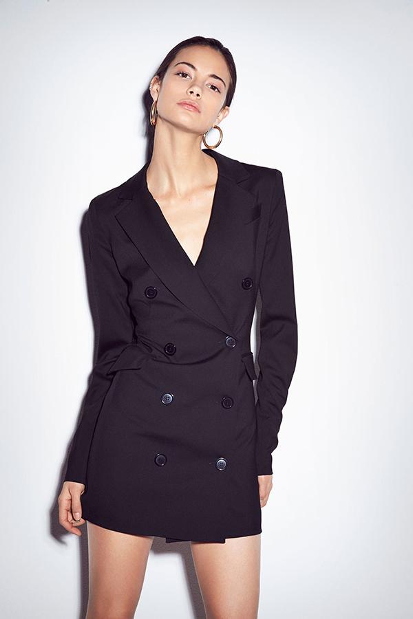 Blazer dress không phải là xu hướng quá mới mẻ, nhưng ở mùa mốt năm nay chúng tạo nên dấu ấn mạnh mẽ và chiếm được cảm tình của phái đẹp trên toàn thế giới.