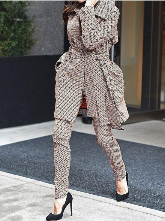 Mặc suit đi kèm dây lưng, đai lưng vải cũng góp phần mang tới nét phá cách cho người sử dụng.