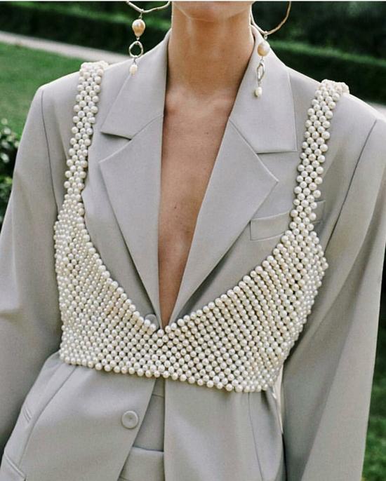 Áo vest 'cỡ đại' được các fashionista mix-match một cách sáng tạo để thể hiện phong cách riêng và nổi bật trên phố.