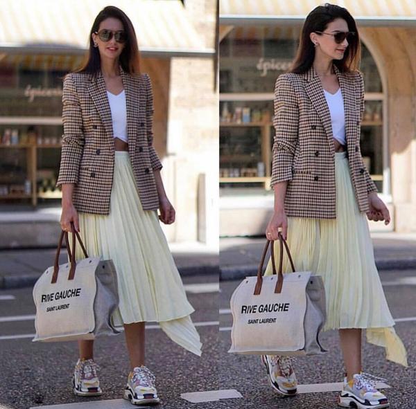 Bên cạnh cách diện trang phục đồng bộ về chất liệu và họa tiết, váy áo ca rô thường được mix với trang phục đơn sắc. Đây là cách phối đồ mang lại sự cân bằng về màu sắc và tránh làm 'rối loạn thị giác' cho người đối diện.