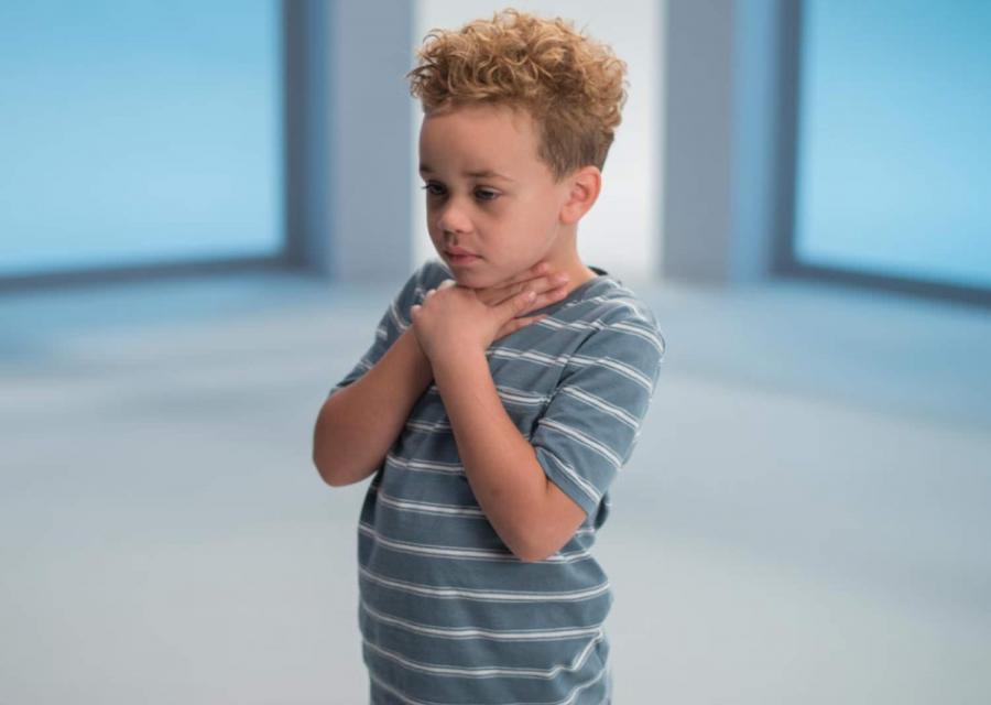 2 cách sơ cứu khi trẻ bị hóc dị vật, bố mẹ nhất định phải biết để cứu con trong tình huống khẩn cấp - Ảnh 1
