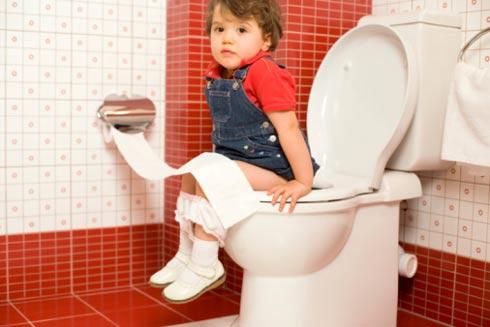 Bí quyết dạy bé biết bảo mẹ khi muốn đi vệ sinh - Ảnh 1