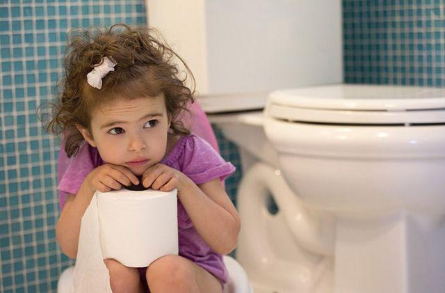 Bé 8 tuổi bị ung thư bàng quang, nếu nước tiểu của trẻ màu này cần đưa ngay vào viện - Ảnh 4