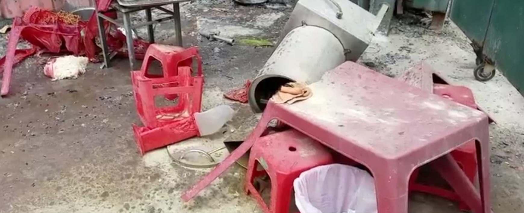 Hỏa hoạn thiêu rụi 3 ô tô cùng nhiều tài sản tại quận Tân Bình - Ảnh 1