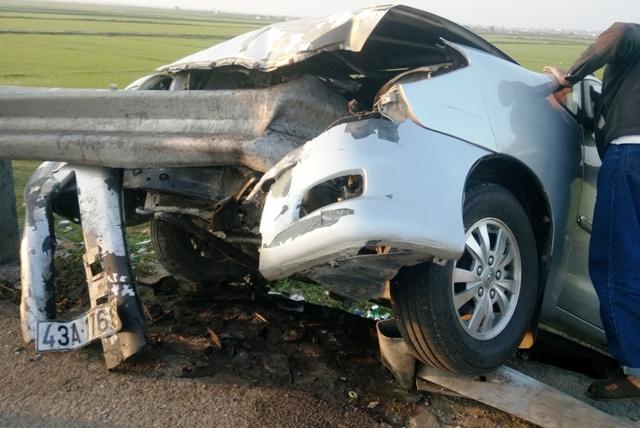Quảng Bình: Thuê xe về quê dịp Tết, xế hộp nát bét 2 người chết - Ảnh 3