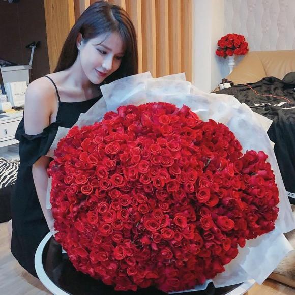Sao Việt người khoe quà khủng, người hạnh phúc hé lộ người yêu bí mật trong ngày Valentine - Ảnh 4