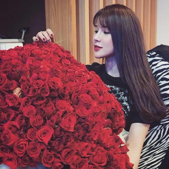 Sao Việt người khoe quà khủng, người hạnh phúc hé lộ người yêu bí mật trong ngày Valentine - Ảnh 5