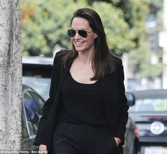 Angelina Jolie vui vẻ đi ăn trưa cùng Pax Thiên - Ảnh 2