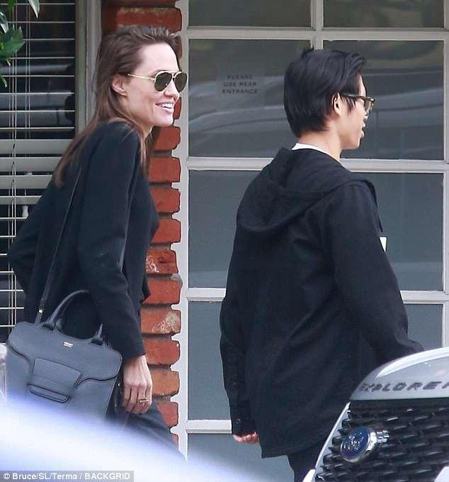 Angelina Jolie vui vẻ đi ăn trưa cùng Pax Thiên - Ảnh 3