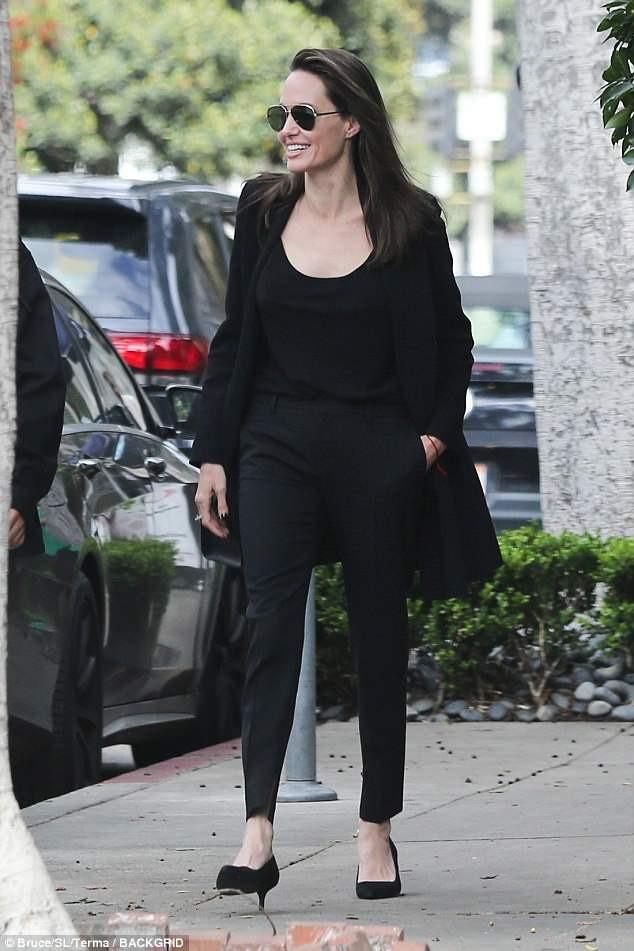 Angelina Jolie vui vẻ đi ăn trưa cùng Pax Thiên - Ảnh 4
