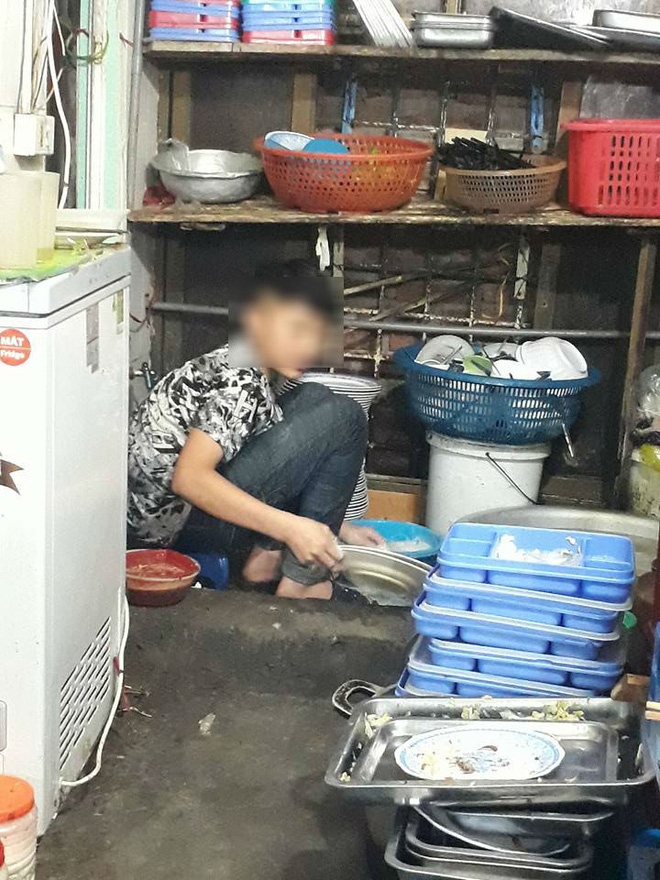 Câu chuyện của cậu bé tỉnh lẻ 15 tuổi lên Hà Nội rửa bát kiếm tiền nuôi em khiến ai nấy chạnh lòng xúc động - Ảnh 2