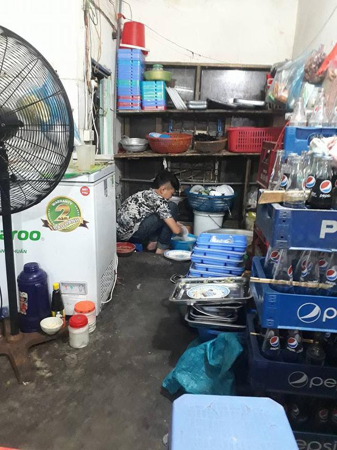 Câu chuyện của cậu bé tỉnh lẻ 15 tuổi lên Hà Nội rửa bát kiếm tiền nuôi em khiến ai nấy chạnh lòng xúc động - Ảnh 3