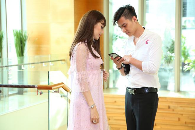 Diện váy hồng nữ tính, Lâm Khánh Chi tình tứ đi sự kiện cùng chồng trẻ kém 8 tuổi - Ảnh 5