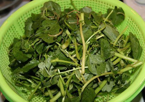 Ngon ngọt canh cua đồng nấu rau dền - Ảnh 1