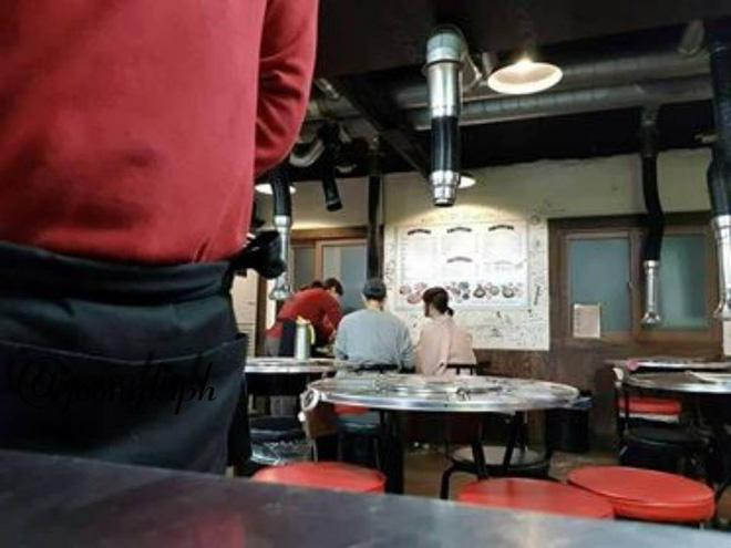 Hình ảnh vợ chồng Song Joong Ki - Song Hye Kyo cùng nhau đi ăn tối vô cùng ngọt ngào - Ảnh 3