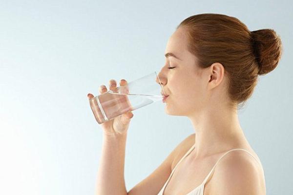 8 dấu hiệu cảnh báo cơ thể đang thiếu nước nghiêm trọng - Ảnh 2