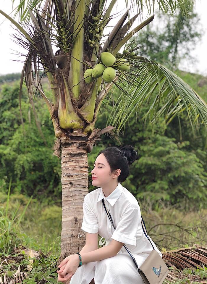 Angela Phương Trinh mặc bikini hay váy mùa hè đều nổi bật rực rỡ - Ảnh 12