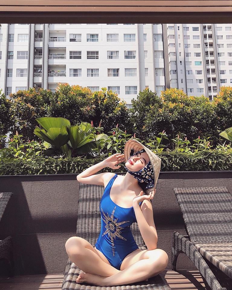 Angela Phương Trinh mặc bikini hay váy mùa hè đều nổi bật rực rỡ - Ảnh 4