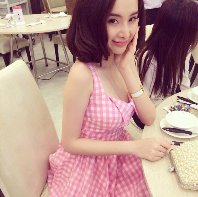 Angela Phương Trinh mặc bikini hay váy mùa hè đều nổi bật rực rỡ - Ảnh 8