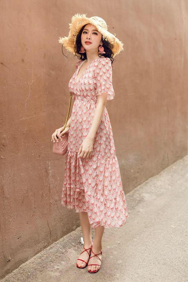 Angela Phương Trinh mặc bikini hay váy mùa hè đều nổi bật rực rỡ - Ảnh 10