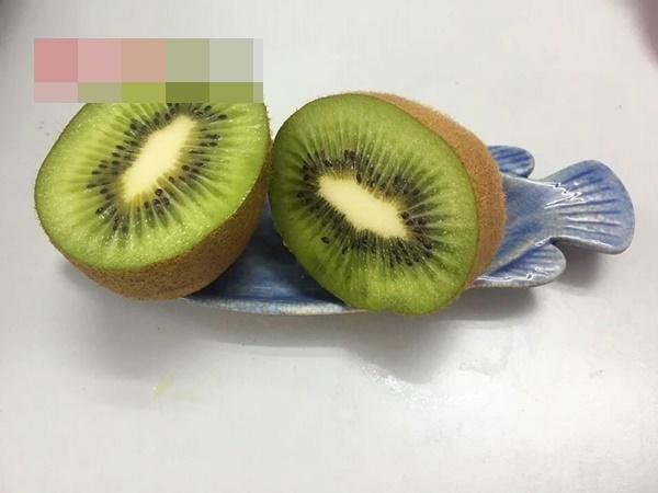 Cách làm mặt nạ kiwi chống khô da lại tẩy được nám - Ảnh 1