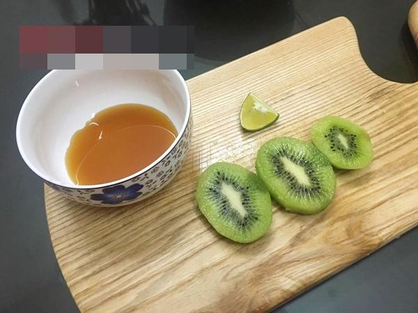 Cách làm mặt nạ kiwi chống khô da lại tẩy được nám - Ảnh 2