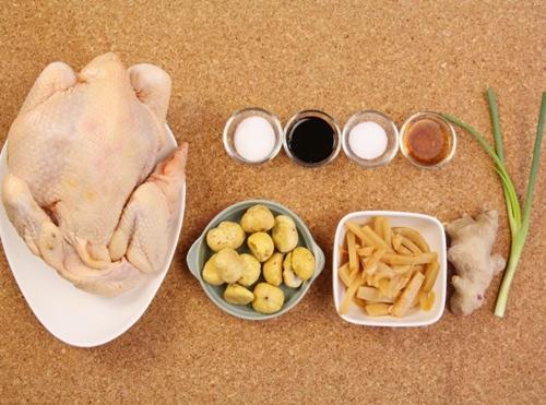 Thịt gà kho hạt dẻ, măng tre lạ miệng - Ảnh 1