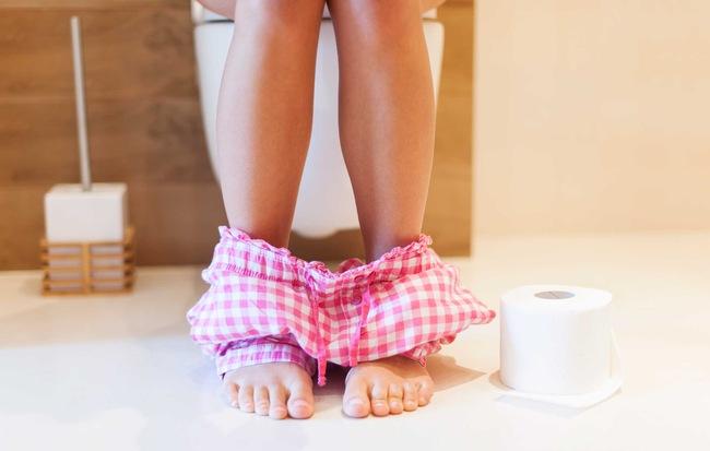 Đi tiểu nhiều lần không hề làm sạch thận hay thải độc tố như bạn nghĩ đâu mà có thể là dấu hiệu bệnh đấy - Ảnh 1