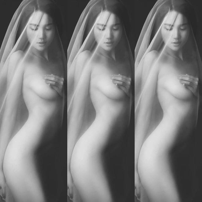 Mở đầu năm mới, Ngọc Trinh gây sốt mạng xã hội với khoảnh khắc nude cực nóng bỏng - Ảnh 1