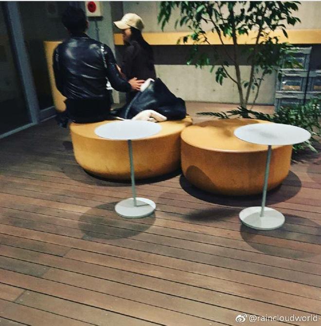 Vợ chồng Bi Rain - Kim Tae Hee trốn con cùng nhau tới Nhật Bản hẹn hò đón năm mới - Ảnh 2