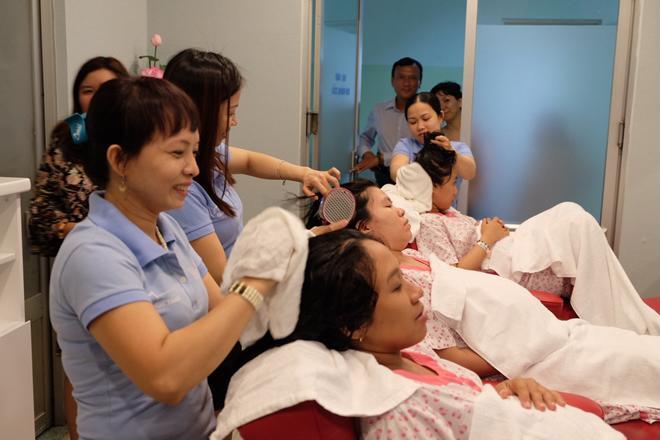 Bà bầu vượt cạn được gội đầu, massage miễn phí tại bệnh viện - Ảnh 1